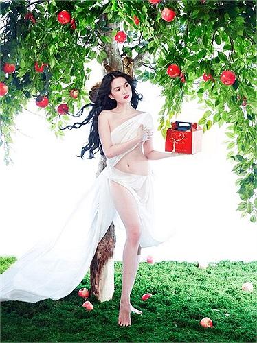 Angela Phương Trinh, Ngọc Trinh, Elly Trần hay Jennifer Phạm trở thành 'Bà Noel' nóng bỏng nhất mùa giáng sinh này?