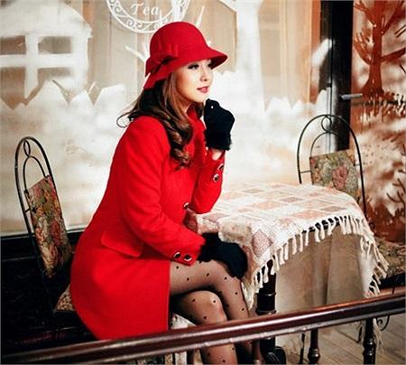 Bà mẹ hai con Jennifer Phạm kín đáo nhưng không kém phần xinh đẹp trong bộ ảnh thời trang.