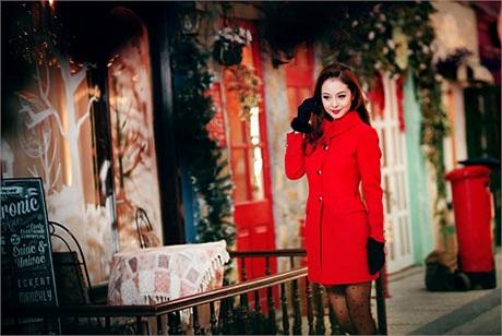 Ấm áp và ngập tràn không khí giáng sinh là những hình ảnh trong bộ ảnh của Jennifer Phạm.