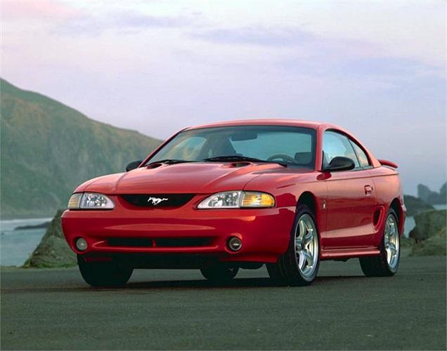 Mustang Cobra đời 1998 gây chú ý với động cơ V8, 4.6 lít công suất 225 mã lực