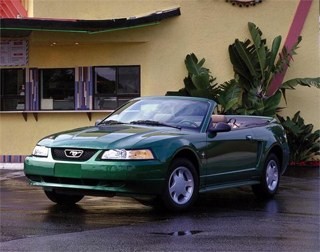 Ford Mustang Cobra đời 2000