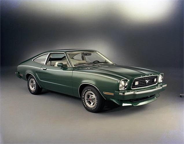 Ford Mustang Fastback đời 1977 lại có thêm lựa chọn mui trần và gói phụ kiện thể thao