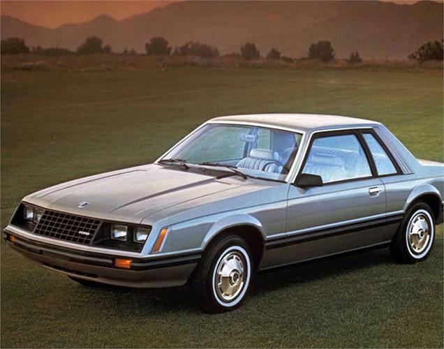 Ford Mustang đời 1982 là thế hệ thứ 3 của dòng xe này với bản GT và gói phụ kiện T-Tops