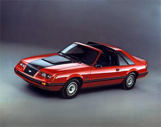 Ford Mustang GT đời 1983 nổi bật với động cơ V8 dung tích 5 lít công suất 175 mã lực