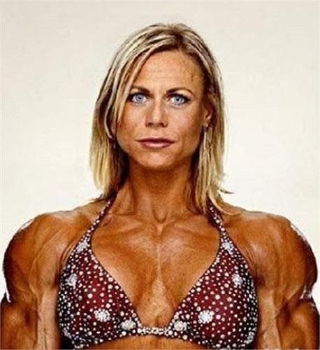 Người đẹp và cơ bắp