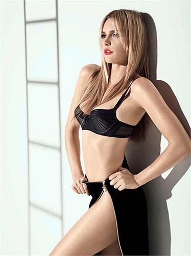 Ngoài diễn xuất, Fernanda Lima còn thường xuyên lên hình ở các tạp chí như CQ
