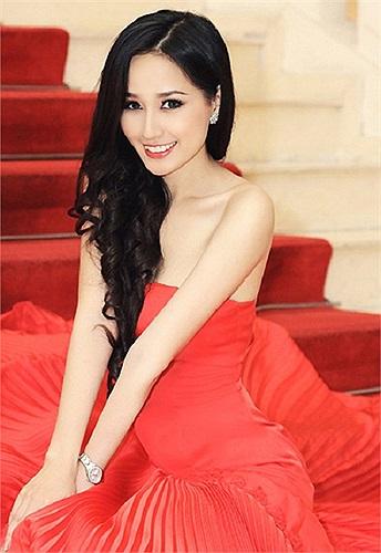 Hiện tại, Mai Phương Thúy đã lột xác và đang là một trong những mỹ nhân xinh đẹp của showbiz Việt.