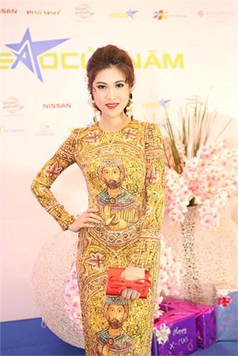 Tối 12/12, Siêu mẫu mùa đầu tiên Thu Hằng xuất hiện tham dự sự kiện trao giải Ngôi sao của năm tại TP.HCM.