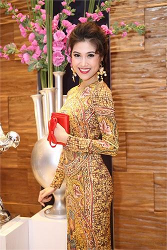 Với khả năng tiếng Anh lưu loát, cô còn được mới dẫn chương trình cho một số Đài truyền hình. Ảnh: Khoa Nguyễn.