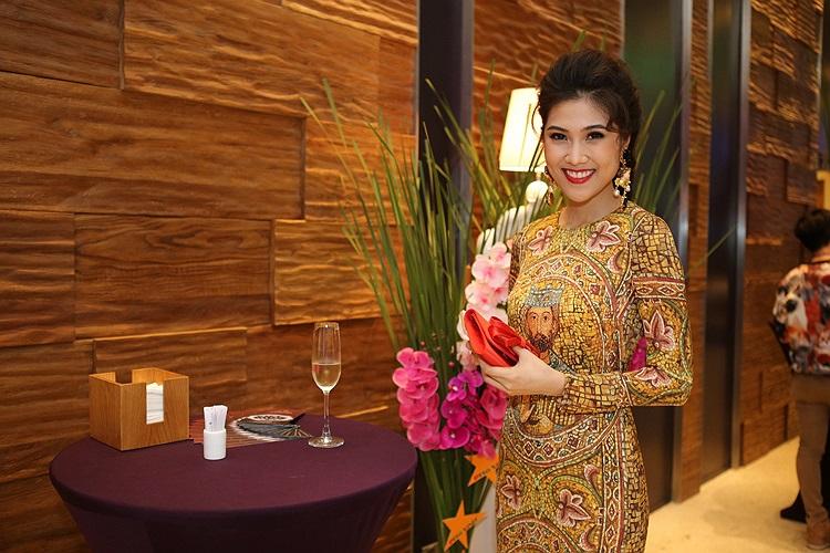 Thu Hằng gần đây nổi tiếng với gu thời trang tinh tế