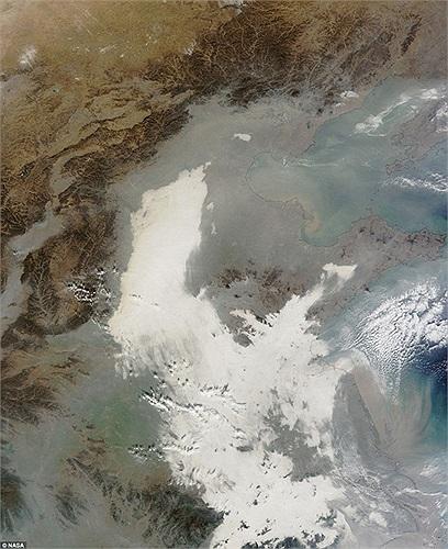 Hình ảnh vệ tinh cho thấy khói bụi ô nhiễm đang bao trùm Trung Quốc từ Bắc Kinh cho đến Thượng Hải