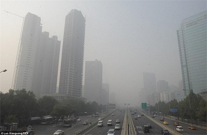 Hình ảnh được chụp tại Bắc Kinh khi các tòa nhà chìm trong sương độc
