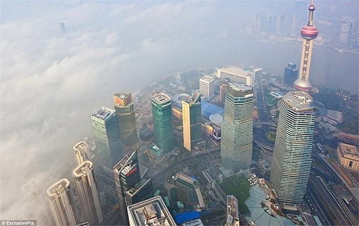 Trong khi đó, Thượng Hải cũng chịu tình cảnh chìm trong khói bụi
