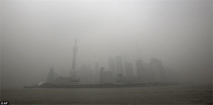 Cả thành phố Thượng Hải chìm trong sương độc