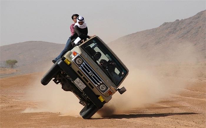 Trình diễn lái oto hai bánh ở Hail, Ả Rập Saudi