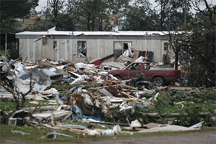 Ngày 21/5, Tổng thống Mỹ Barack Obama cũng tuyên bố tình trạng 'thảm họa nghiêm trọng' tại Oklahoma và ra lệnh cho chính quyền liên bang hỗ trợ khắc phục hậu quả thảm họa