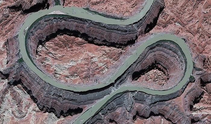 Dòng sông Colorado tại sa mạc ở bang Utah, Mỹ.