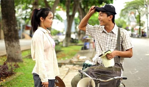 Trong bộ phim ngắn 'Xin lỗi, anh chỉ là thằng bán bánh giò', cô nàng 'bánh tráng' và chàng trai 'bánh giò' đã có những diễn xuất rất ăn ý