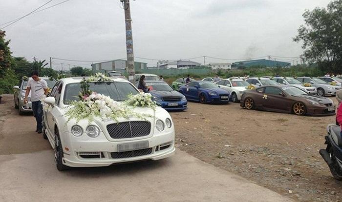 Chiếc Bentley Continental Flying Spur đã được độ lại làm xe hoa.