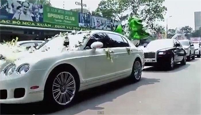 Đám cưới của cô dâu Ngọc Huyền (Huyền Baby) và chú rể Quang Huy được diễn ra cuối tháng 3/2013. Điểm đáng chú ý trong đám cưới đó là sự xuất hiện của dàn xế hộp 'khủng' với những thương hiệu hạng sang như: Rolls-Royce, Bentley, Lexus... chạy dài các