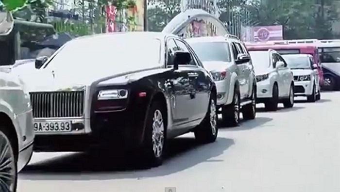 Hàng loạt các thương hiệu xe hạng sang xuất hiện như: Rolls-Royce, Bentley, Lexus...