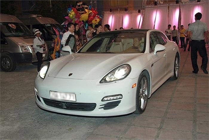 Porsche màu trắng trang nhã.