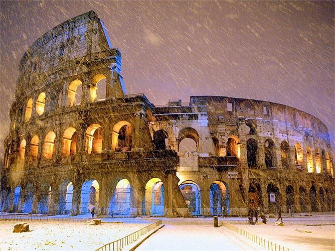 Đấu trường La Mã, Ý: Địa điểm lịch sử này được xây dựng cách đây 2000 năm là nơi thường tổ chức những cuộc đấu tay đôi đẫm máu giữa các đấu sỹ. Ngày nay nơi đây được xem là một trong những điểm đu lịch nổi tiếng nhất của Ý.
