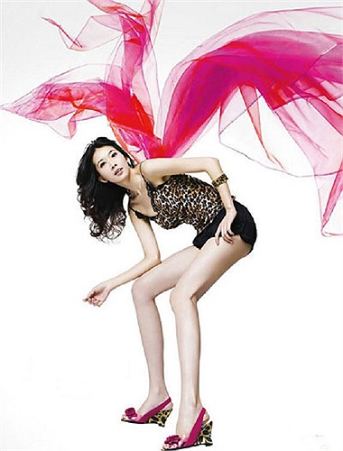 Người đẹp được mệnh danh 'đôi chân số một Đài Loan' Lâm Chí Linh có chiều cao 1m74 và đôi chân dài tới 113cm.