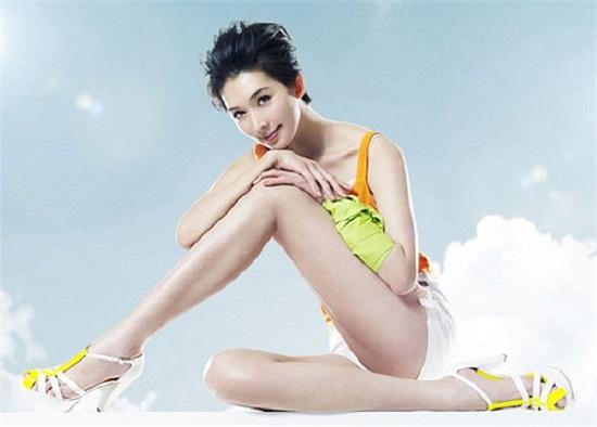 Sở hữu gương mặt xinh đẹp, Lâm Chí Linh trở thành cái tên được nhiều hãng thời trang săn đón.