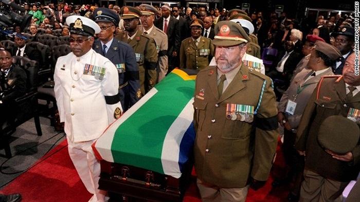 Áo quan Nelson trong đám tang của ông