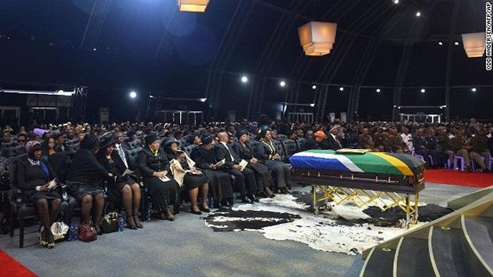 Gia đình và các vị khách đến tham dự lễ tang của Nelson Mandela