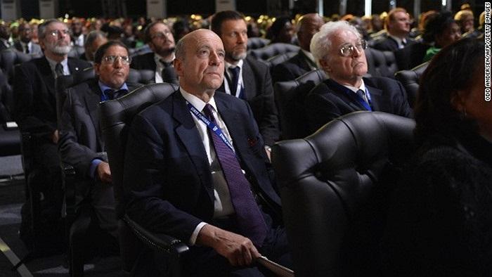 Cự Thủ tướng Pháp Alain Juppe (tóc trắng) trong đám tang Nelson