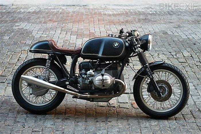 10. BMW R100RT độ bởi Bill Costello. Đây là một trong những tác phẩm của Bill khi nó nằm trong danh sách top 5 mẫu BMW R-Series tốt nhất. Thực sự thì Bill thích cưỡi chiếc xe này hàng ngày hơn và anhcố gắng giảm trọng lượng tốt đa cho chiếc xe.