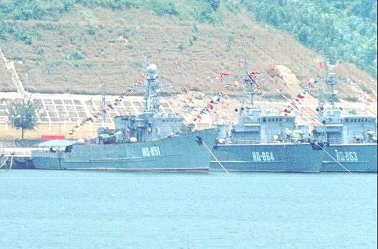 Một trong 2 tàu quét mìn Project 266 Yurka mang số hiệu HQ-851, trong khi 2 chiếc còn lại thuộc lớp tàu quét mìn thứ 2 của Việt Nam, Project 1260 lớp Sonya.