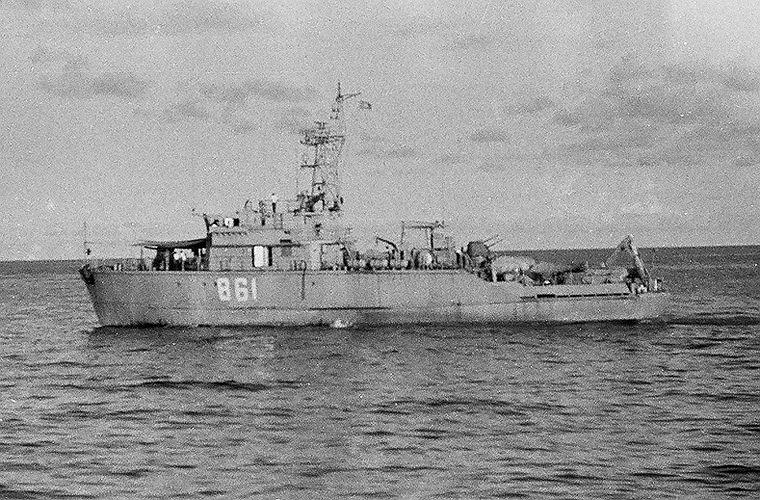 Tàu quét mìn Sonya mang số hiệu 861 của Việt Nam đang làm nhiệm vụ bảo vệ chủ quyền quần đảo Trường Sa cuối những năm 1980.