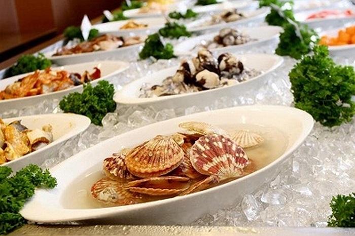 Cá rất tốt cho quá trình trao đổi chất, thúc đẩy tế bào da hoạt động mạnh mẽ hơn. Ngao sò chứa vitamin B12, tốt cho da, tăng tính đàn hồi và giữ cho da bóng đẹp.
