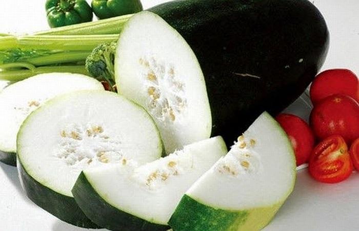 Bí giàu vitamin C, có tác dụng làm mềm da rất tốt. Ăn thường xuyên có thể chống lại sự sinh trưởng các nếp nhăn ở thời kỳ đầu.
