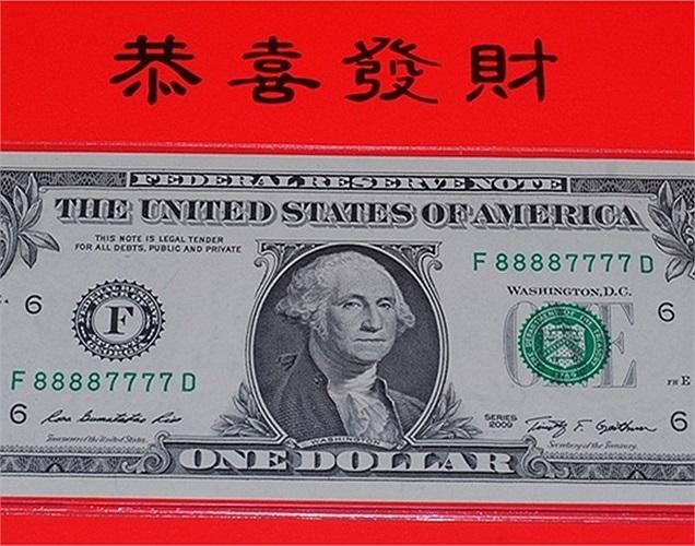 Vừa ra mắt tại Mỹ cách đây vài ngày, tờ 1 USD may mắn đã được rao bán rầm rộ tại Việt Nam với giá cao gấp nhiều lần: 300.000 đồng - 450.000 đồng/tờ.