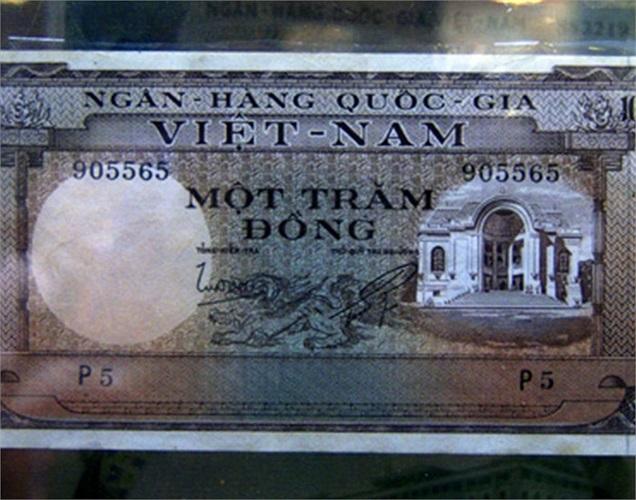 Những đồng tiền Việt từ những năm trước 1954 cũng có giá từ vài trăm đến vài triệu đồng. Đây là tờ một trăm đồng có năm 1954.
