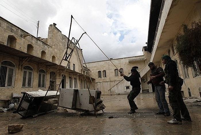 Một loại súng cao su tự chế của phe nổi dậy Syria