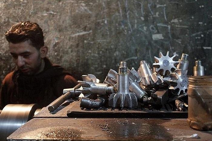 Các bộ phận của vỏ súng cối được sản xuất cho phe nổi dậy Syria ngày 18/2/2013