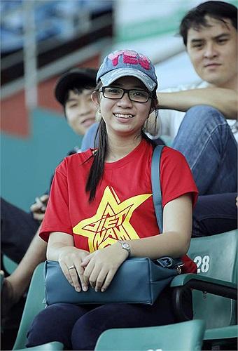 Một fan nữ xinh đẹp.