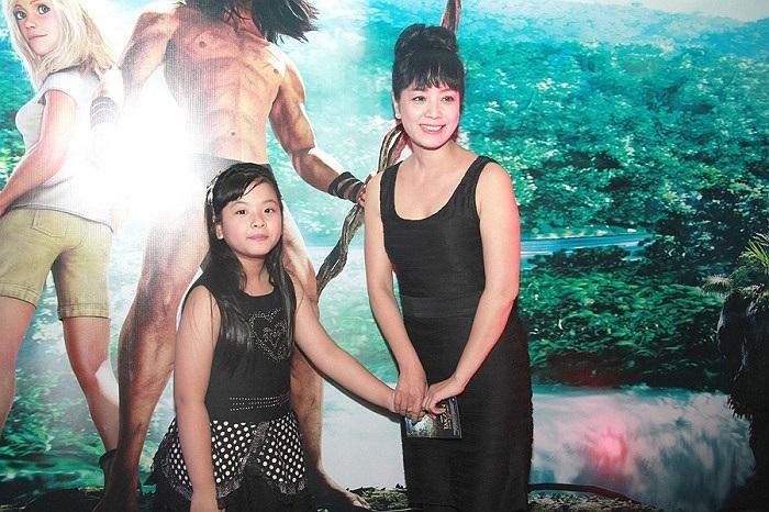 Sau khi bước ra khỏi cuộc thi The Voice Kids, bé Hồng Khanh rất được yêu mến.