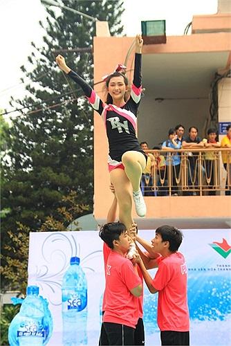 Phần thi của đội THPT Phú Nhuận được đánh giá cao, nhận được nhiều sự cổ vũ của khán giả.