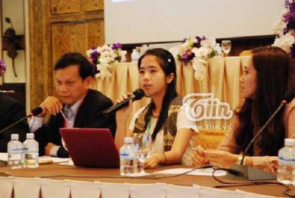 Nữ sinh xinh xắn tham dự 6 hội nghị quốc tế/năm