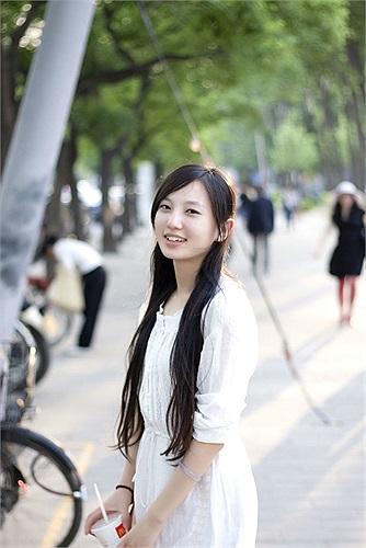 Triệu Khiết Quỳnh hiện là lập trình viên cho mạng xã hội Renren nổi tiếng của Trung Quốc.