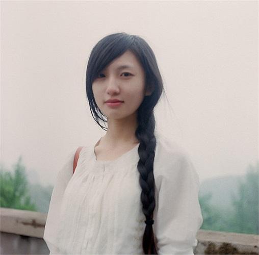 Nhiều bạn trẻ không tiếc lời khen vẻ đẹp mộc mạc của Triệu Khiết Quỳnh khi bình luận: 'Thì ra dân IT cũng có mỹ nữ', đồng thời tỏ ra hâm mộ cô gái vì có người yêu chụp ảnh đẹp thế.