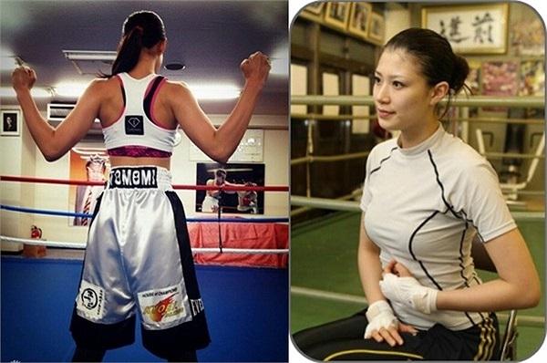 Hoạt động trong 1 môn thể thao đòi hỏi sức mạnh và cơ bắp nhưng từng đường nét trên cơ thể Tomomi Takano đều mềm mại, uyển chuyển, đặc biệt là vòng 1.