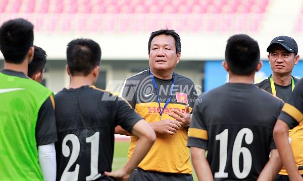 Nhưng vì tương lai của Thành Hào, HLV Hoàng Văn Phúc không thể mạo hiểm. Ông buộc phải loại đi trung vệ số một ở U23 Việt Nam trong quá trình chuẩn bị cho SEA Games 27.