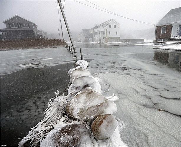 Băng tuyết đóng dày ở Scituate, Massachusetts